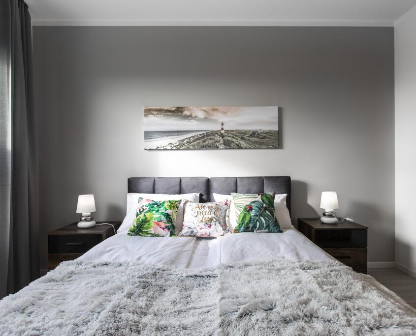 sypialnia zgodnie z właściwą aranżacją apartamentu pod wynajem